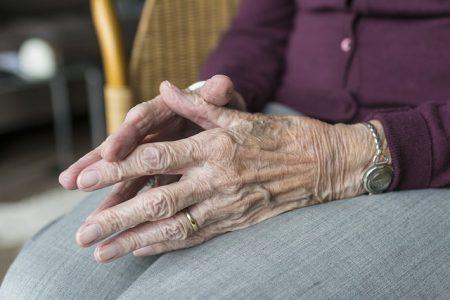 Kunden der IDEAL profitieren in der Pflegerentenversicherung noch bis Jahresende von günstigen Wechseloptionen
