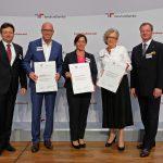 LVM-Personalchef Guido Hilchenbach (2. v. l.) bei der Zertifikatsverleihung des audits berufundfamilie Ende Juni 2018 in Berlin. (Bildquelle: berufundfamilie, Thomas Ruddies/Christoph Petras)