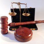 Den Widerruf der Maklererlaubnis durch die IHK bewertete das Verfassungsgerichtshof des Saarlandes als zulässig.