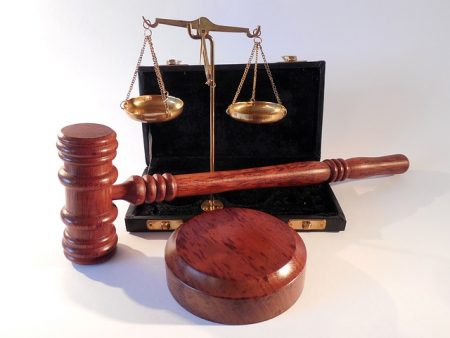 Versicherungsmaklererlaubnis darf wegen Betrugs entzogen werden