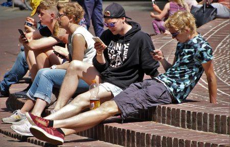 """""""Wir sind nicht die gelangweilte Handy-Generation"""" LBS-Bausparen News"""