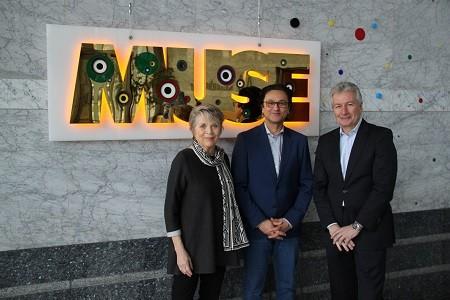 "Foto: v.l.n.r. Linde Hollinger, Babak Saed, Jürgen Wörner bei der offiziellen Übergabe von ""MUSE"""
