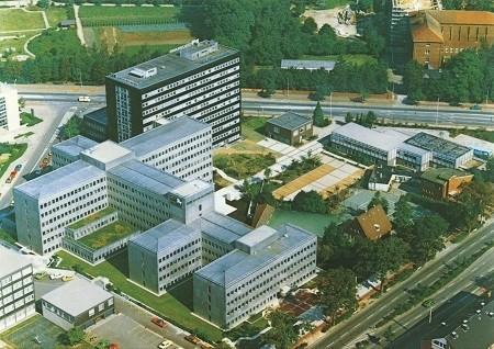 LVM-Campus in den 1970er-Jahren mit der von alten Baumbeständen umringten Bogatzki-Villa