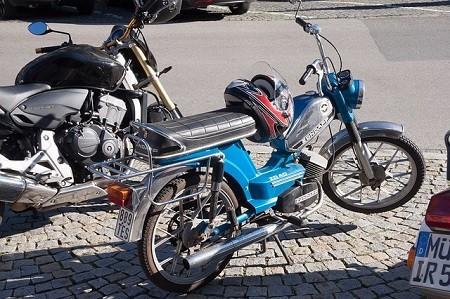 Mopedversicherung - günstig für Mofa, Roller & Co