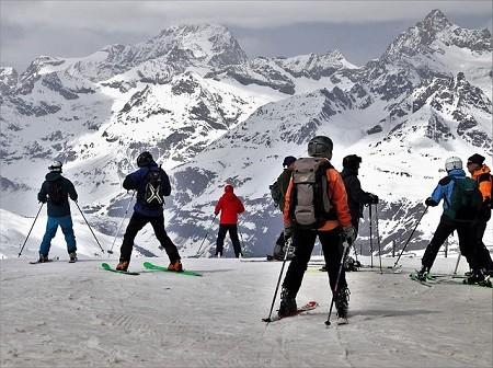 Welche Versicherungen zahlen im Skiurlaub?