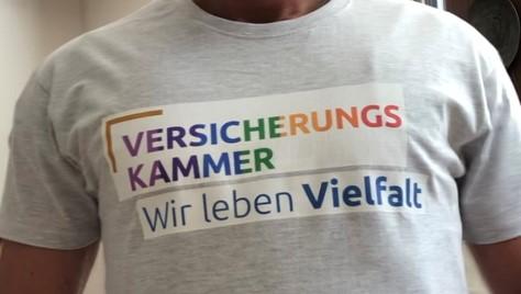 3 T Shirt mit Logo
