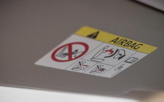 Airbag und Gurt Erhoehtes Risiko fuer grosse und schwere Insassen